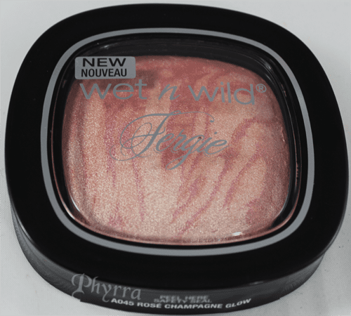 Wet n Wild Fergie Centerstage Glow to Reflect Shimmer Palette in Rose Champagne Glow