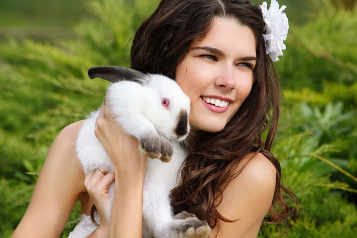 Ultimate Cruelty Free Makeup Brands List - Find out if your makeup is CF!