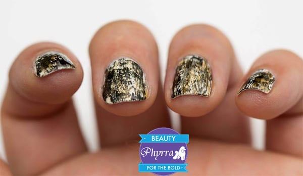 Cosmetics Aficionado Grunge Nail art via @phyrra