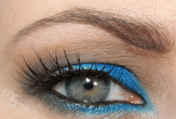 UD Cream eyeliner on the waterline. See the Tutorial.