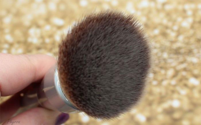 It Cosmetics CC+ Angled Buffing Foundation Brush