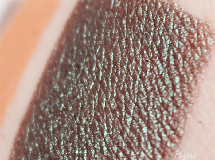 Urban Decay Lounge Swatch