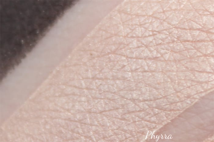 Japonesque Pixelated Shimmery Peach Highlighter Swatch