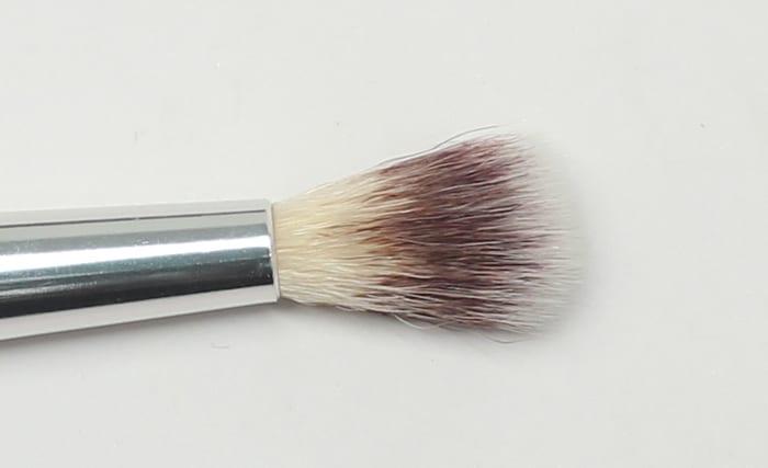 It Cosmetics No Tug Crease Brush