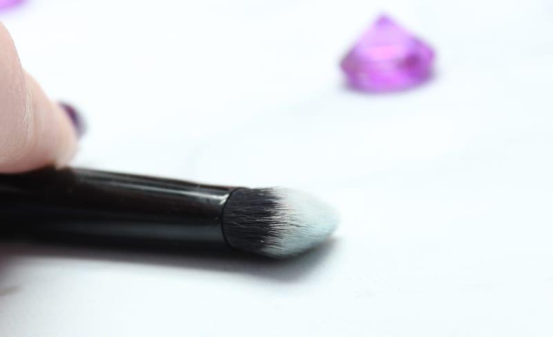 Kat Von D Lock-It Edge Concealer Brush