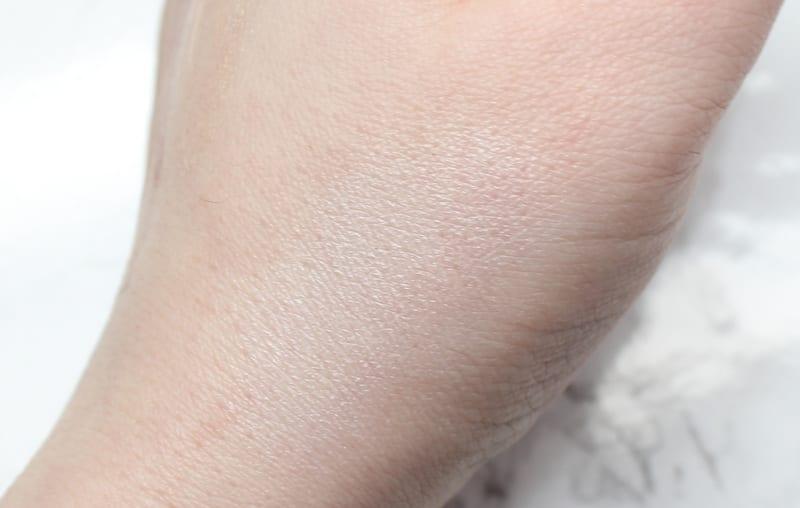 LA Girl HD Pro Concealer in Highlight on Pale Skin