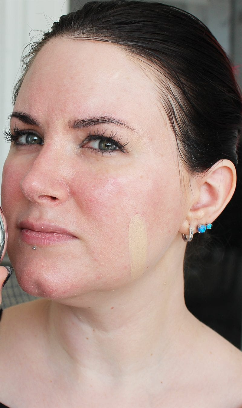 It Cosmetics Confidence in a Compact Serum Foundation SPF 50 in Fair swatch
