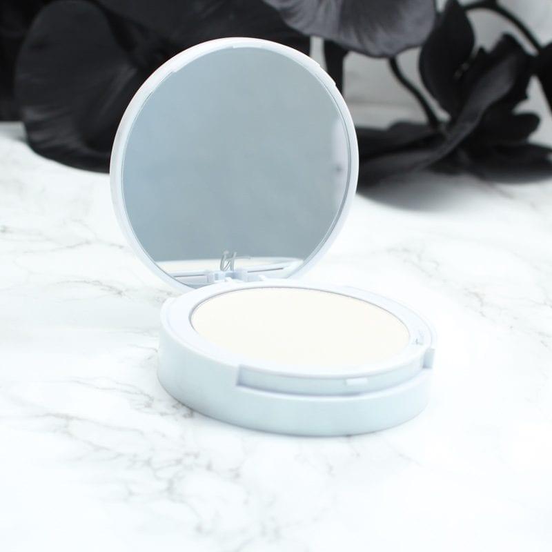 It Cosmetics Bye Bye Pores Illuminating Powder