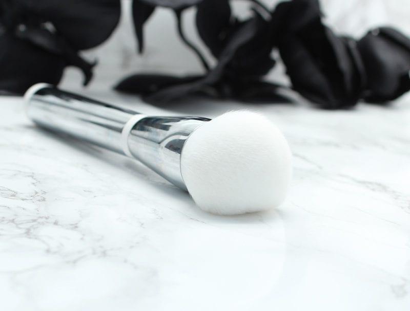 It Cosmetics Heavenly Skin Bye Bye Pores Powder Brush