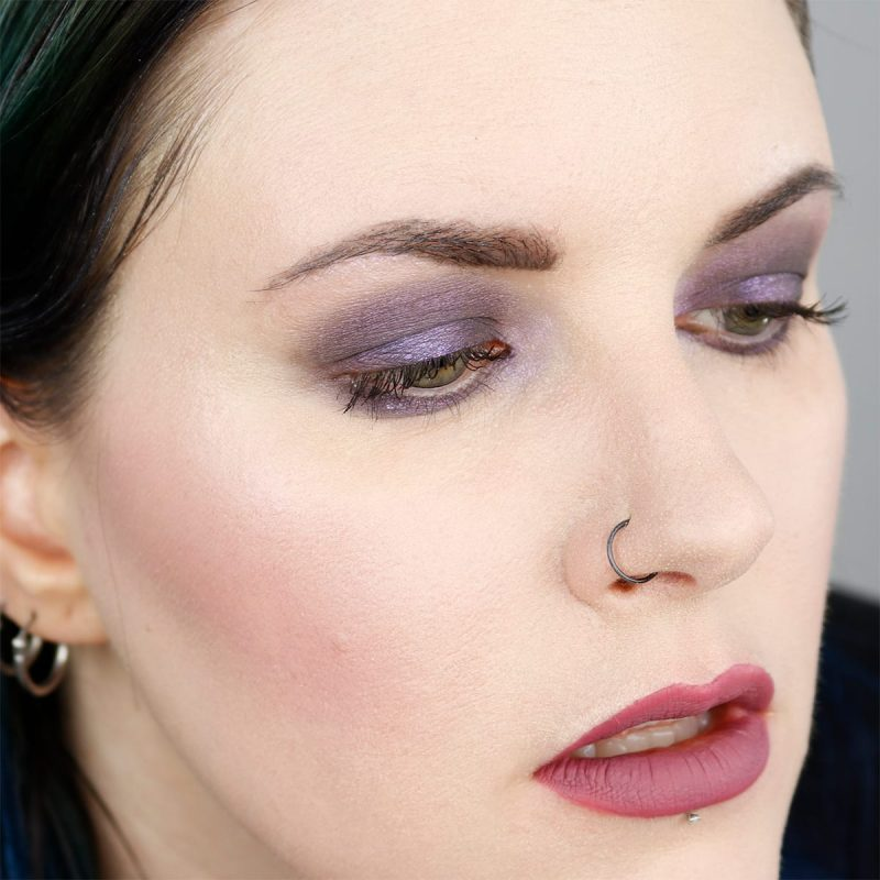 How to Apply Loose Eyeshadow Tutorial