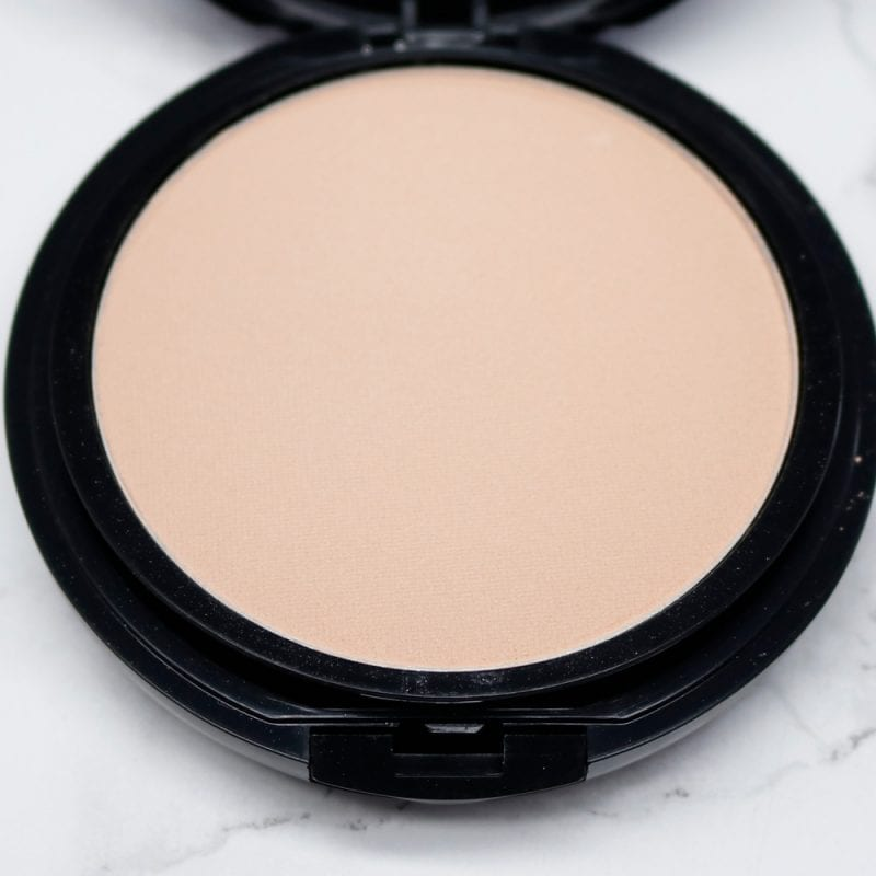 Azelique Pressed Powder Satin Foundation in Light