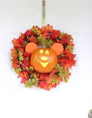 DIY Halloween Wreaths - DIY Mickey Halloween Wreath