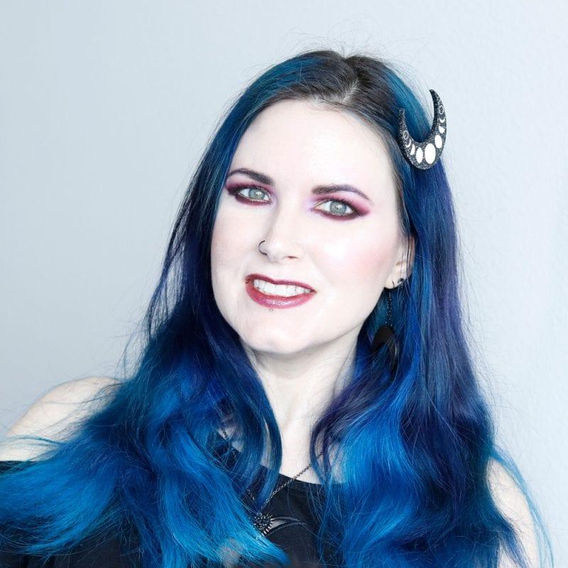 Courtney is wearing Lime Crime Venus XL palette, Tarot pencil & Gemini Diamond Crusher.
