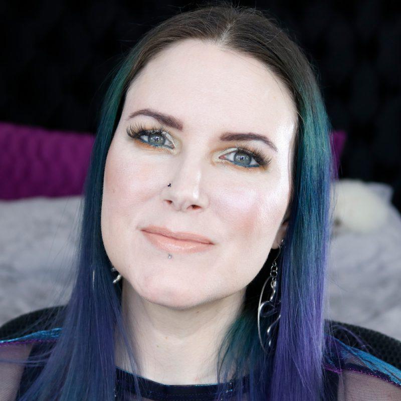 Subtle Teal Makeup Look