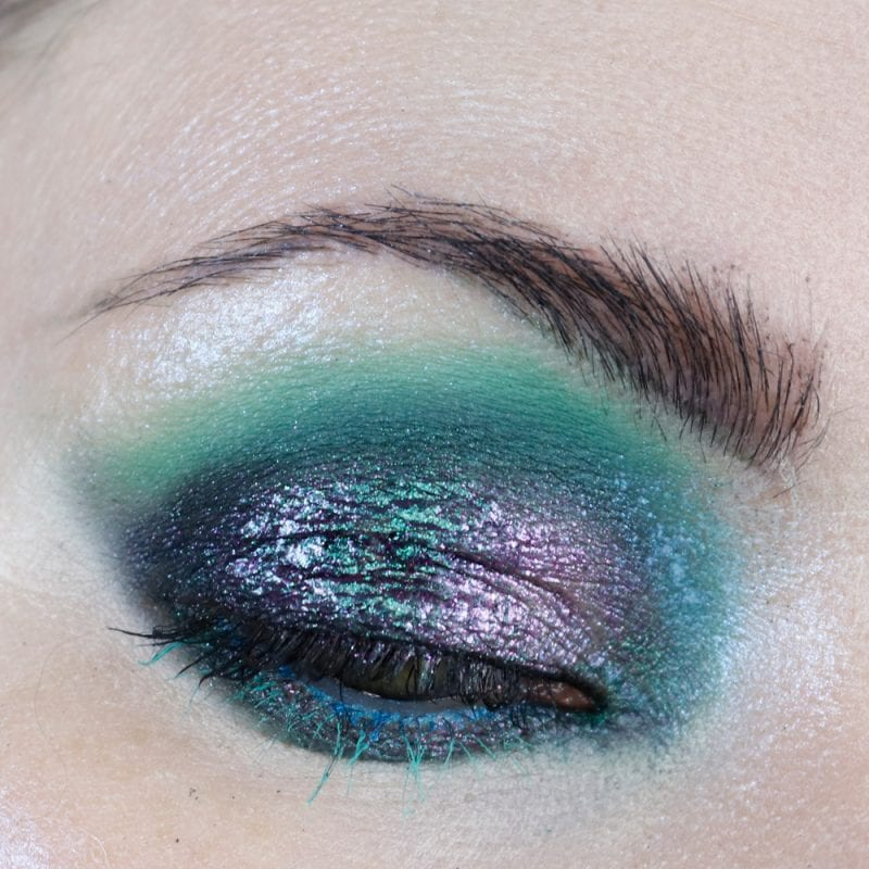 Courtney is wearing Sydney Grace Co Alexandrite Multichrome Cream Eyeshadow and Melt Muerte palette