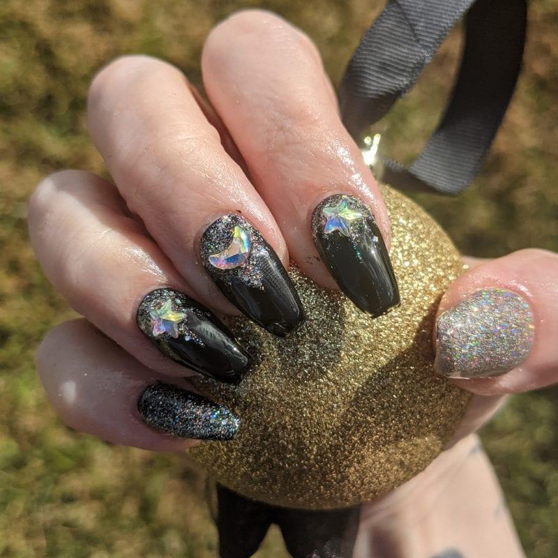 Black and Silver Nail Art Mani